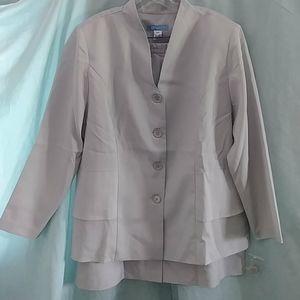 Koret 2 piece gray skirt set with ruffle back